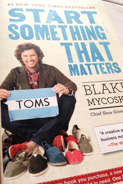 TOMS-shoes-logo